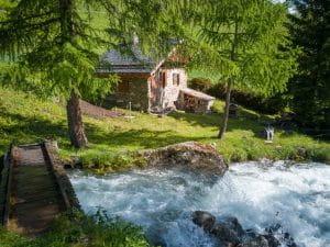 hameau et torrent